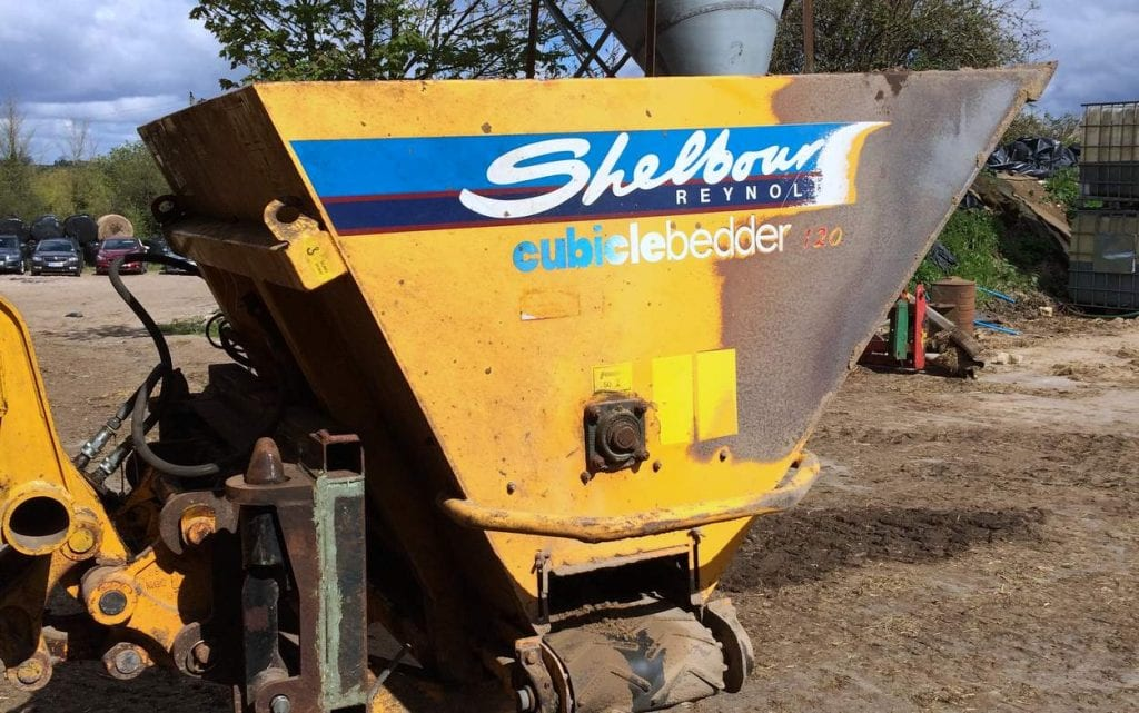 Bedding sand spreader